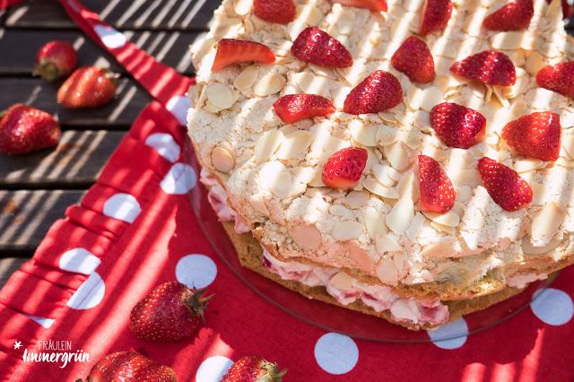 Erdbeer-Sahne-Baiser-Torte