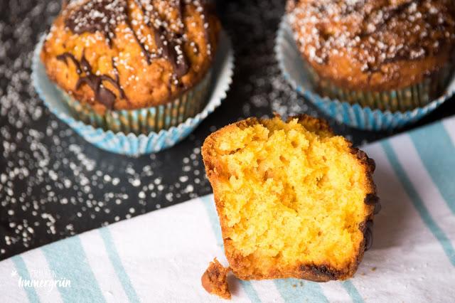 Kürbis-Muffins mit weißer Schokolade
