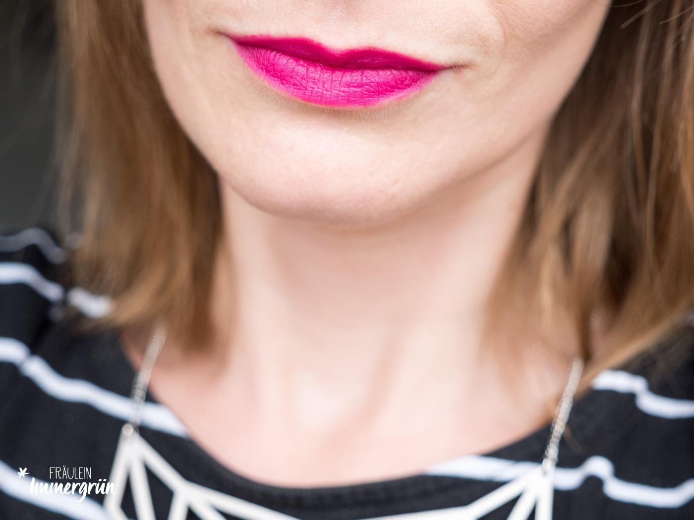 100 Percent Pure natuerlicher Lippenstift: Tragefoto von Cocoa Butter Semi-Matte Lipstick Marrakesh. Vegane Naturkosmetik.