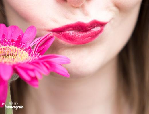 100 Percent Pure natuerlicher Lippenstift: Tragefoto von Pomegranate Oil Anti Aging Lipstick Narcissus. Vegane Naturkosmetik.