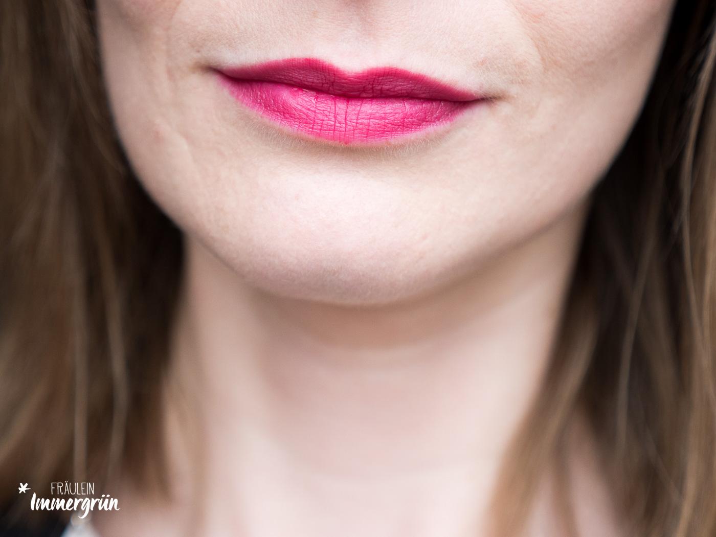 100 Percent Pure natuerlicher Lippenstift: Tragefoto von Pomegranate Oil Anti Aging Lipstick Narcissus – Stain. Vegane Naturkosmetik.