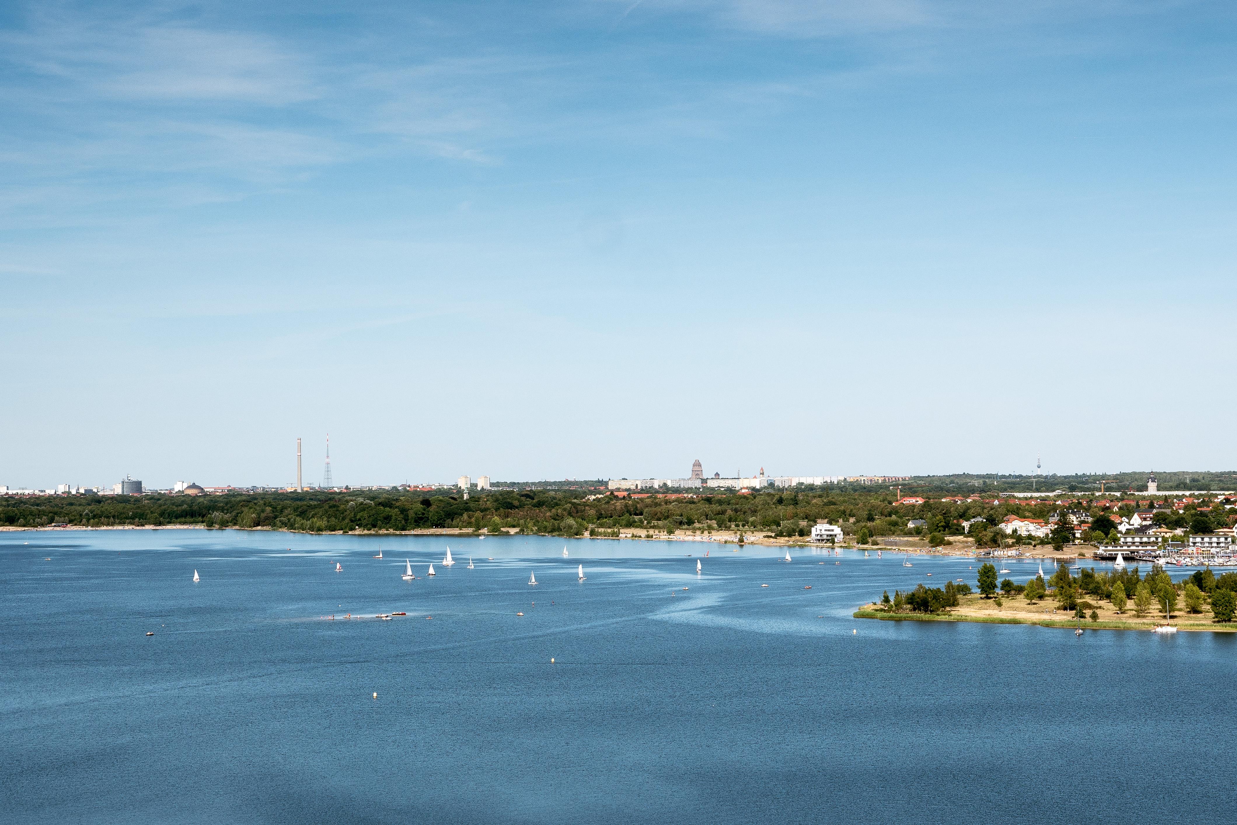 Cospudener See von der Bistumshöhe beobachtet
