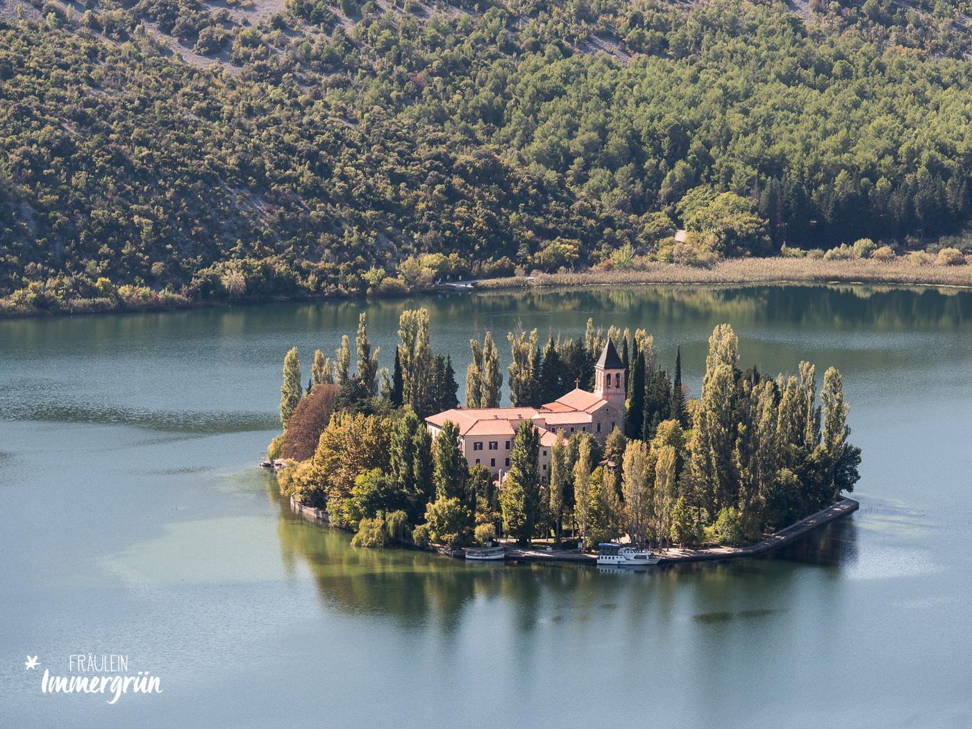 Dalmatien in Kroatien: Urlaub an der dalmatinischen Küste in der Nebensaison – Nationalpark Krka Insel Visovac mit Kloster