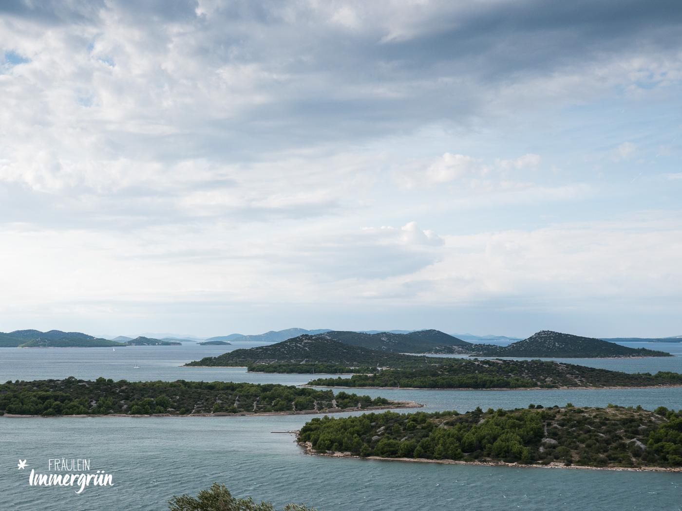Dalmatien in Kroatien: Urlaub an der dalmatinischen Küste in der Nebensaison – Insel Murter, Blick vom Berg Gradina