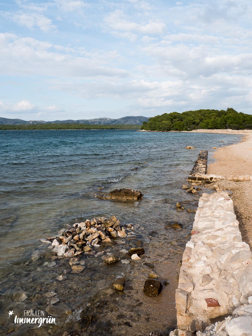 Dalmatien in Kroatien: Urlaub an der dalmatinischen Küste in der Nebensaison – Insel Murter mit Strand Kolentum