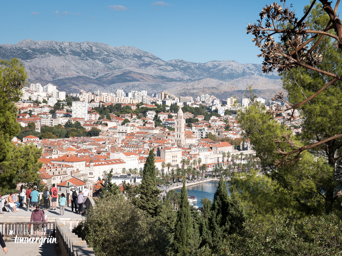 Dalmatien in Kroatien: Urlaub an der dalmatinischen Küste in der Nebensaison – Split, Blick vom Park Sustipan - die grüne Oase auf der Halbinsel Marjan