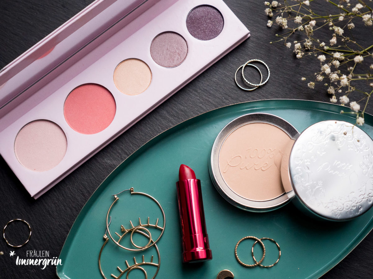 100% Pure – vegane Naturkosmetik, Lidschattenpalette Sex Kitten, Lipstick Pomegranate Oil Anti Aging Lipstick Dalia, Fruit Pigmented Foundation Powder SPF 20 White Peach