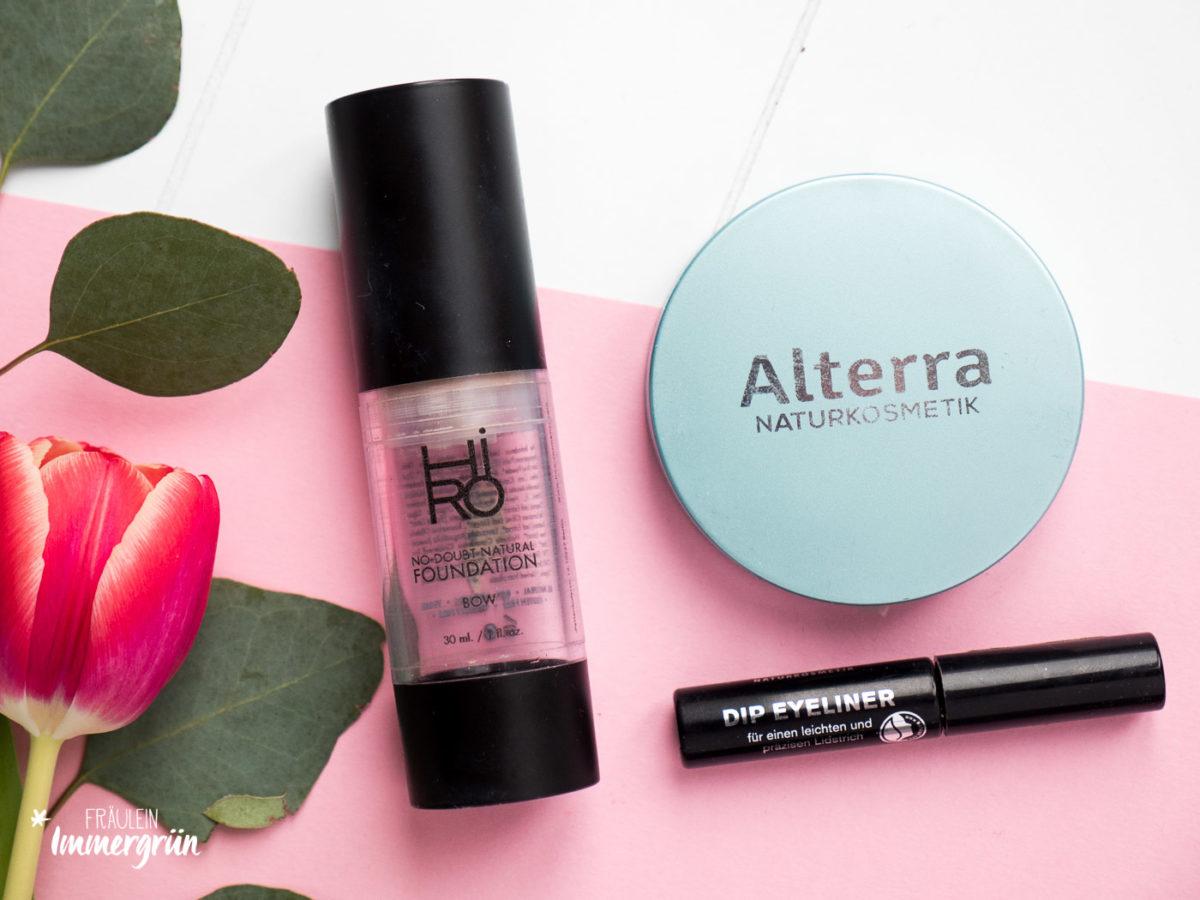 Naturkosmetik natürliches Makeup mit Hiro Cosmetics (Foundation), Alterra (Kompaktpuder) und Terra Naturi (Dip Eyeliner)